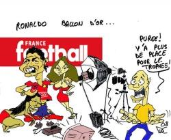 http://images.maxifoot.com/dessin-ballon-dor-ronaldo-small.jpg